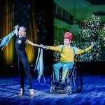 """Чтобы танцевать, им не нужно быть """"как все"""": Особенные танцоры на инвалидных колясках, с нарушениями слуха и аутизмом покоряют зрителей"""